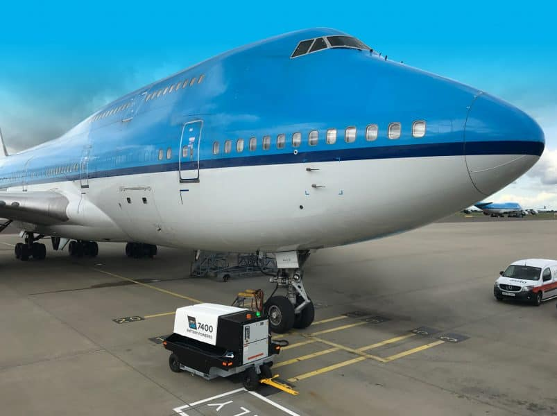 ITW GSE 7400 Powering 747 in Amsterdam Schiphol Airport