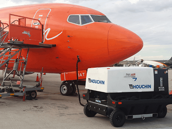 Houchin 4400 supplying TNT Aircraft in Madrid